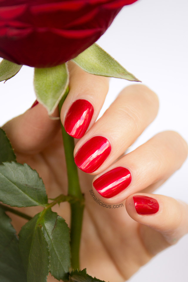 oval shape nail, red nails