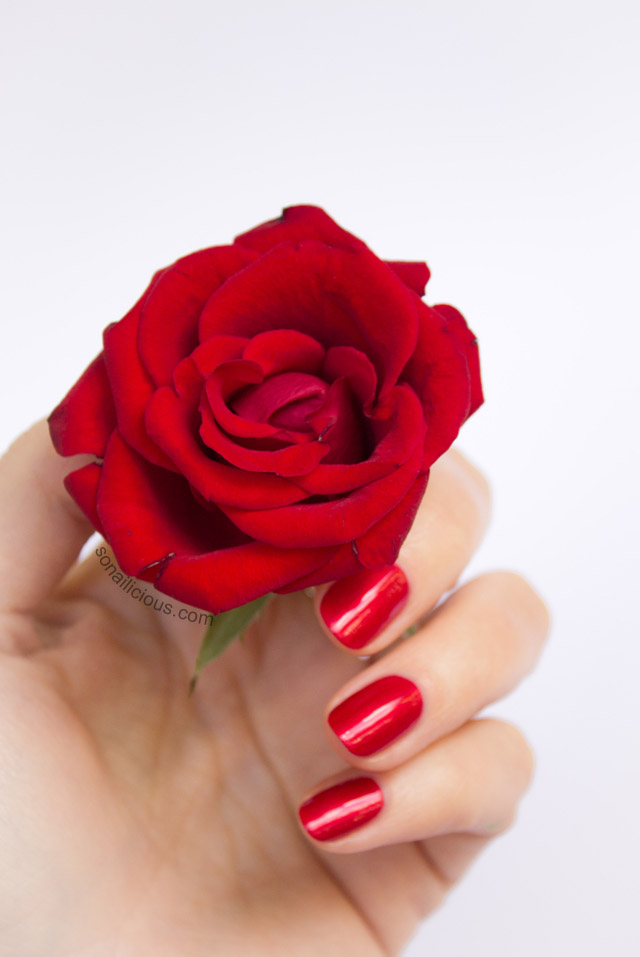 red roses red nails