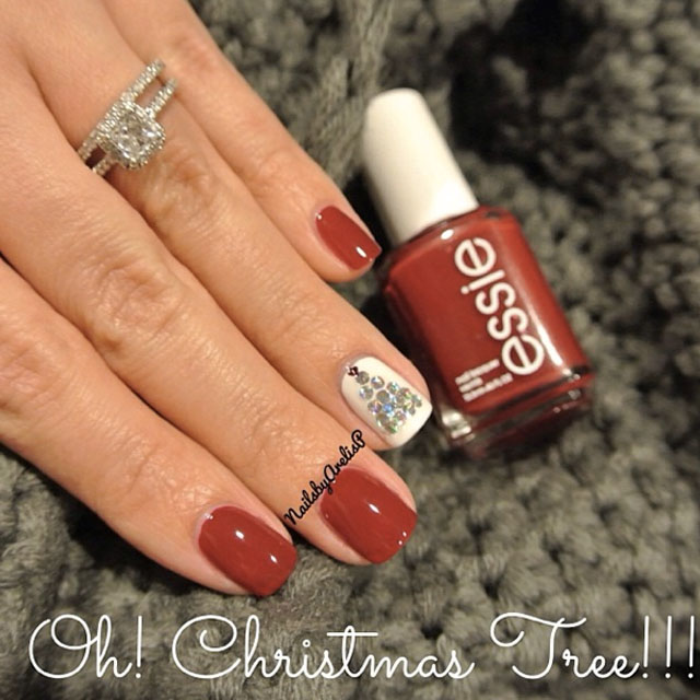 Christmas tree nails by @nailsbyarelisp