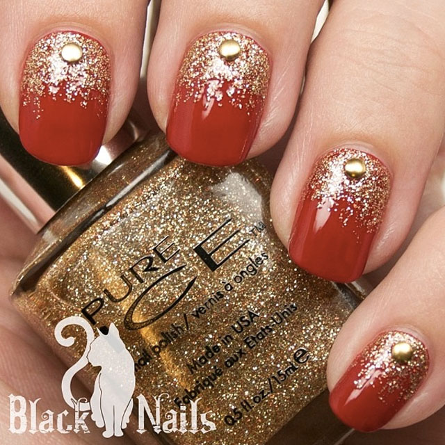 Festive christmas gold glitter nails by @blackcatnails