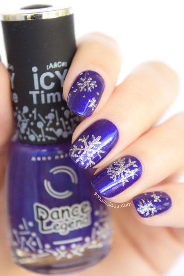 snowflake nails 1