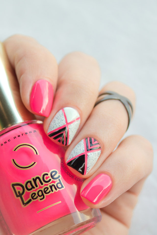Geometric Nail Art With Textured Nail Polish Tutorial
