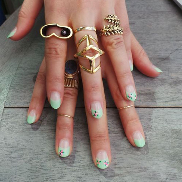 Mint nail art and chunky gold rings