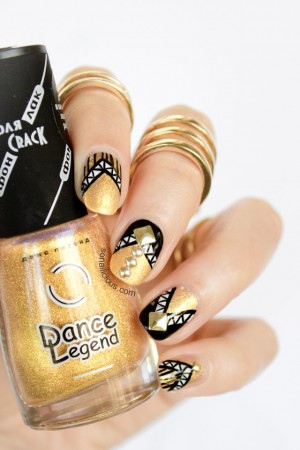 beautiful black and gold nails