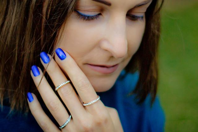 electric blue eyeliner