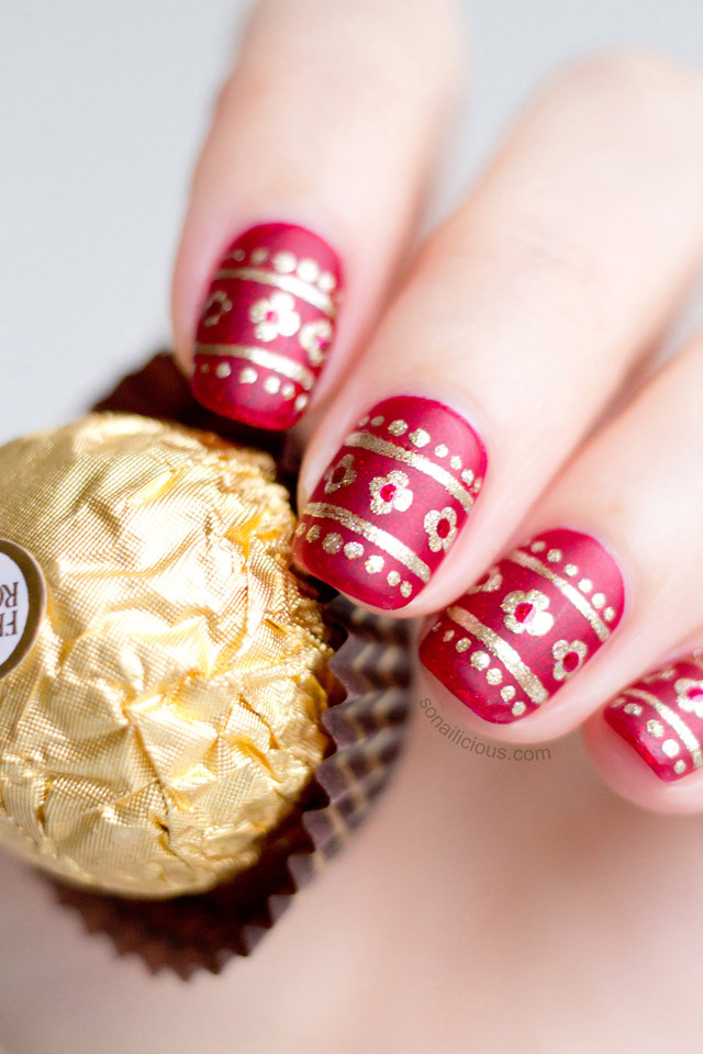 Delicate Red And Gold Christmas Nails How To