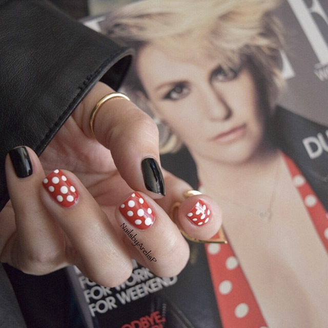 Lena Dunham dress inspired manicure by @NailsByArelisP