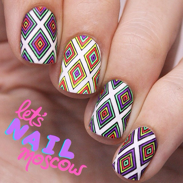 Retro geometric nail art