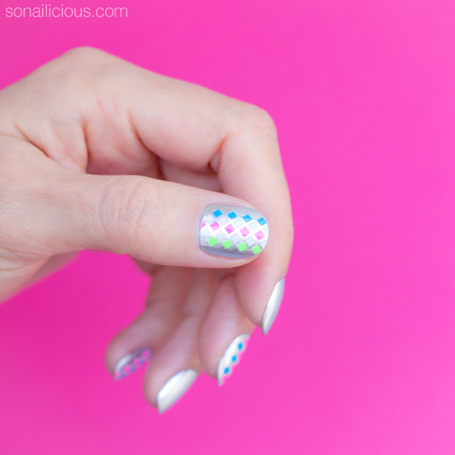Simple Nail Art For Short Nails: Simple Silver Nail Art For Short Nails