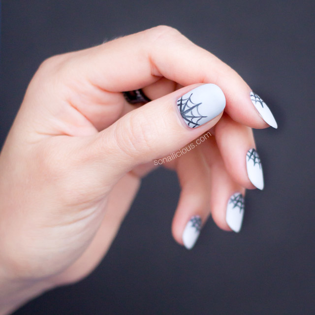 spider web halloween nails