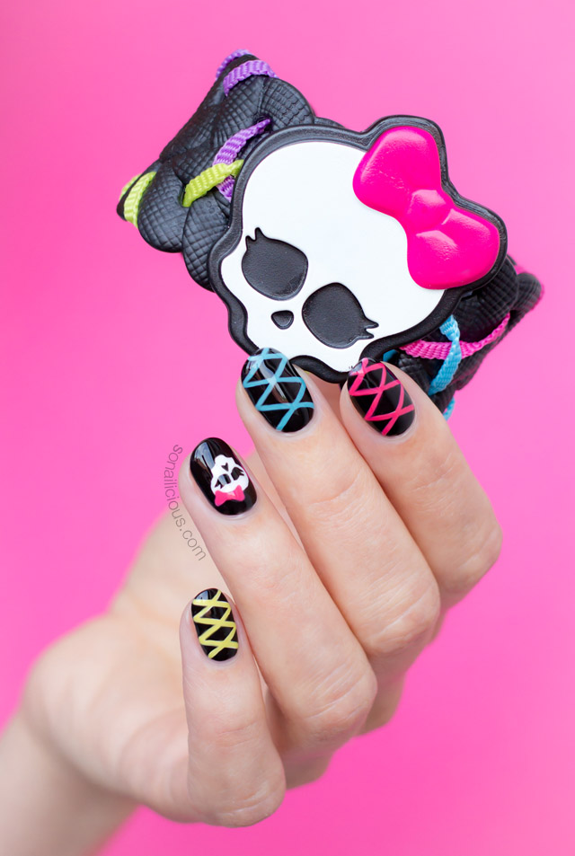 cute skull nails for halloween