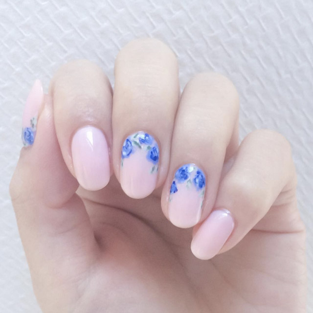 Floral manicure by @chouchou_nails