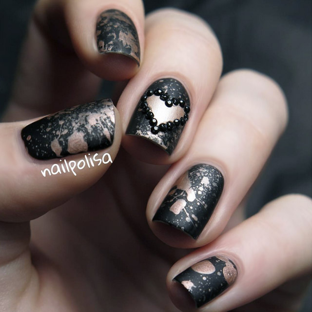 Rose gold and black Valentine's nails by @nailpolisa