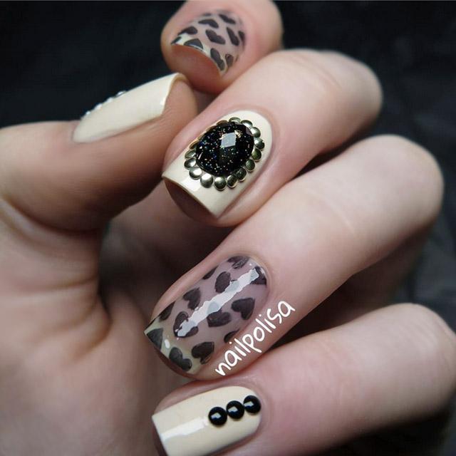 Victorian Valentine's nails by @nailpolisa