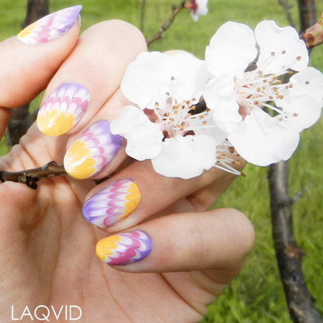 Dry Marble Easter nails by @laqvid