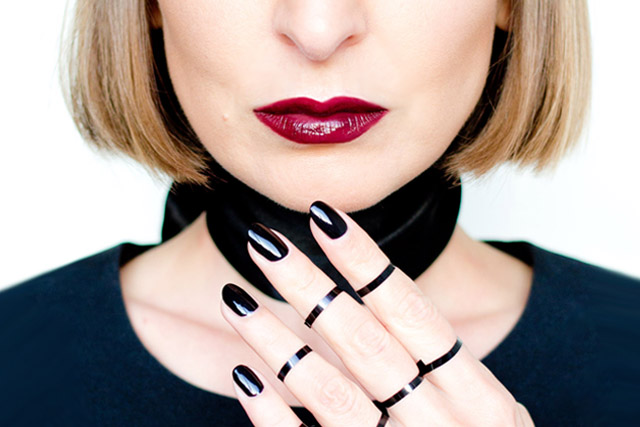 black lips trend, black nails trend