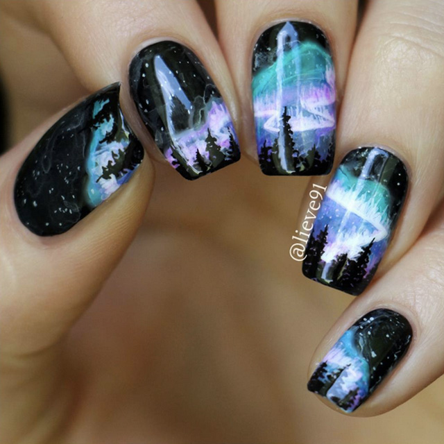 Nothern Lights nails