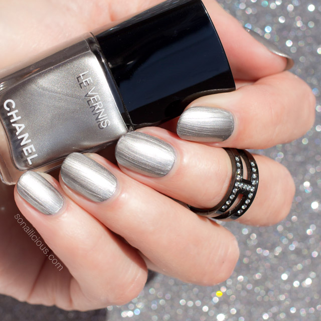 chanel liquid mirror swatch, chanel silver nail polish