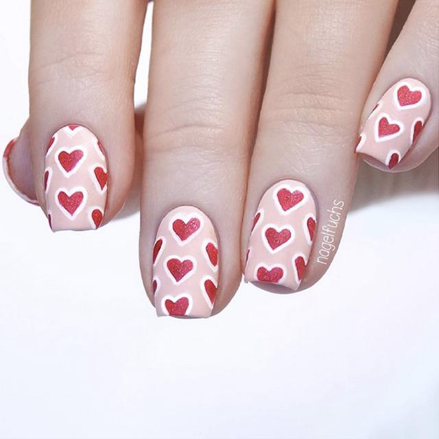 Love heart print nail art by @nagelfuchs