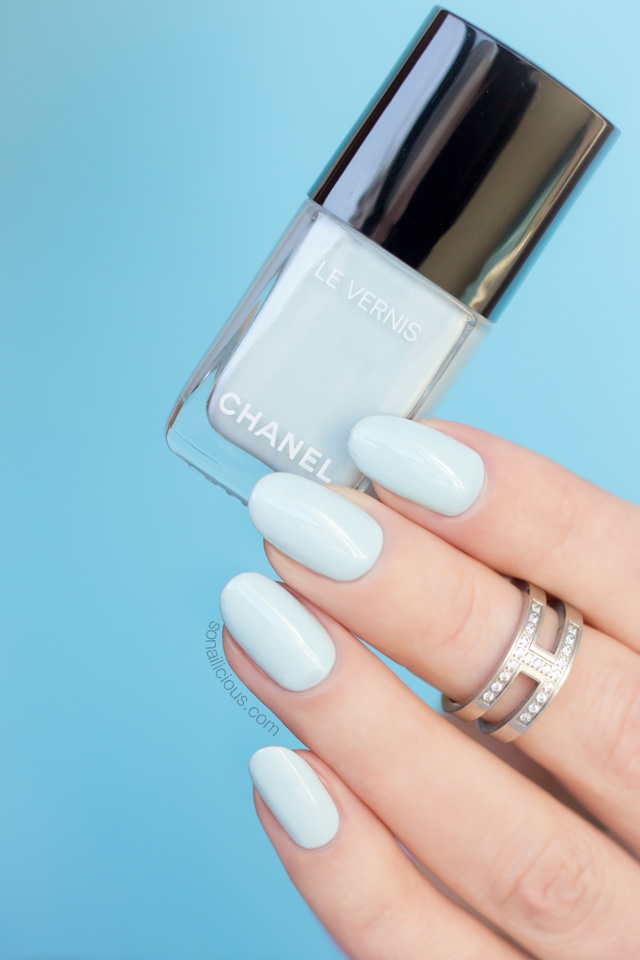 chanel bleu pastel swatch, chanel nail polish review