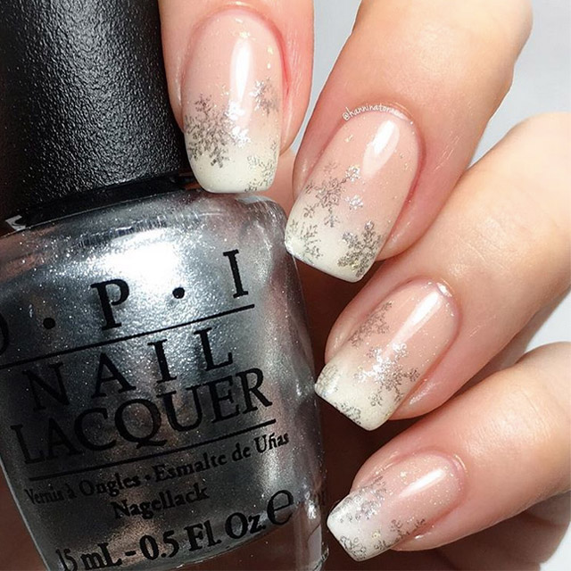 Elegant snowflake nails by @hanninator