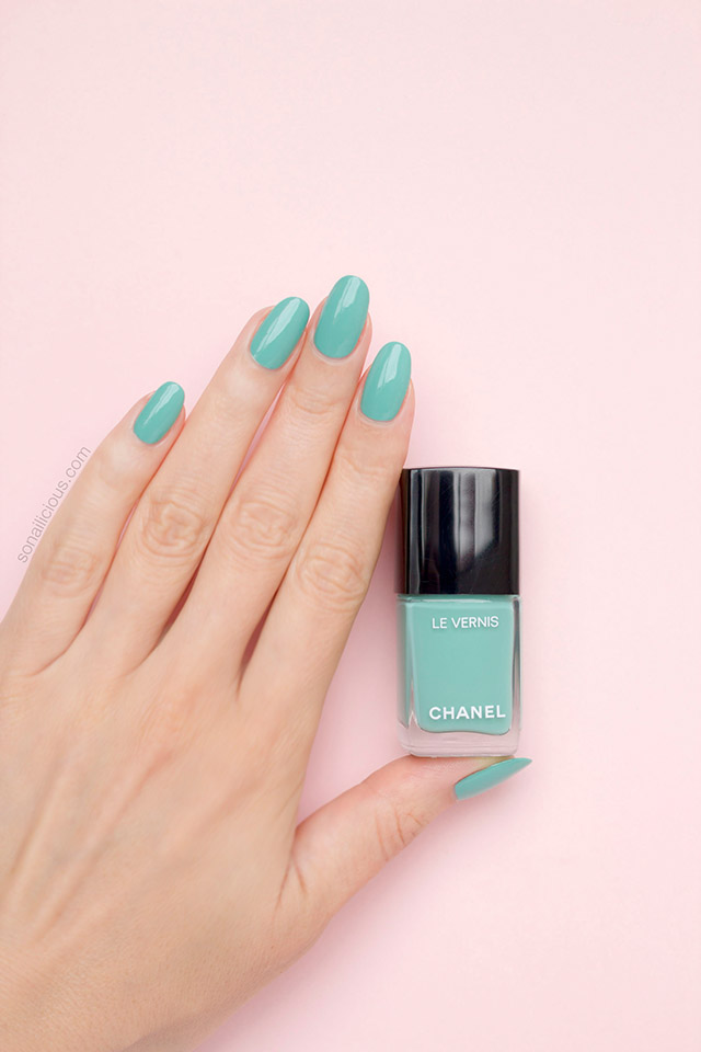 Neapolitan Lace Nail Art With Chanel Verde Pastello
