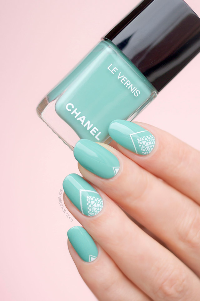 chanel verde pastello, green nail art
