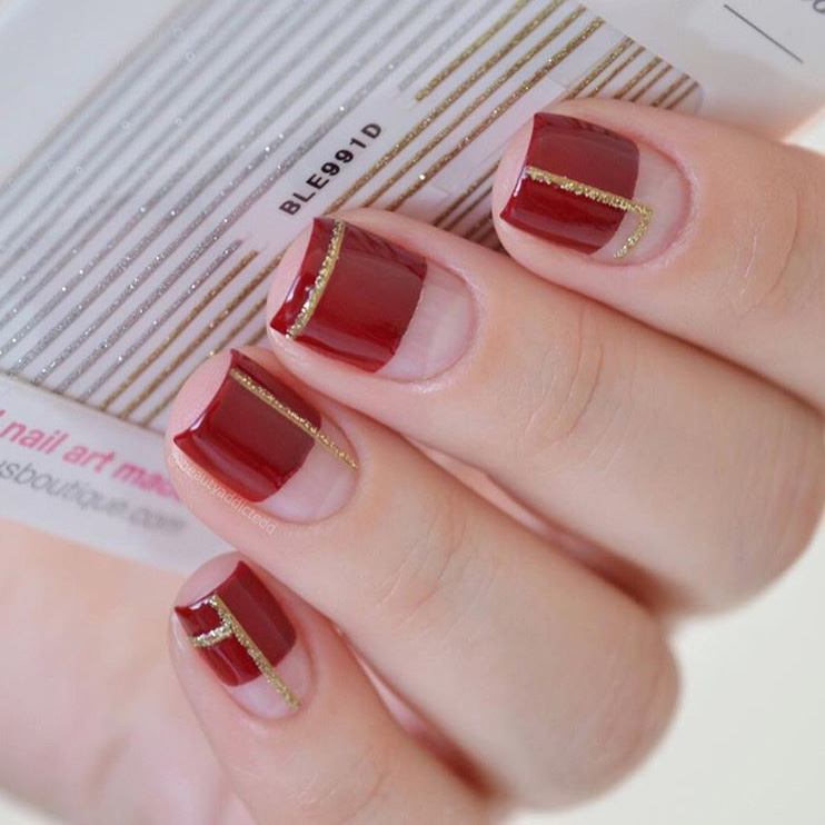 Red and Gold Geometric Christmas nails