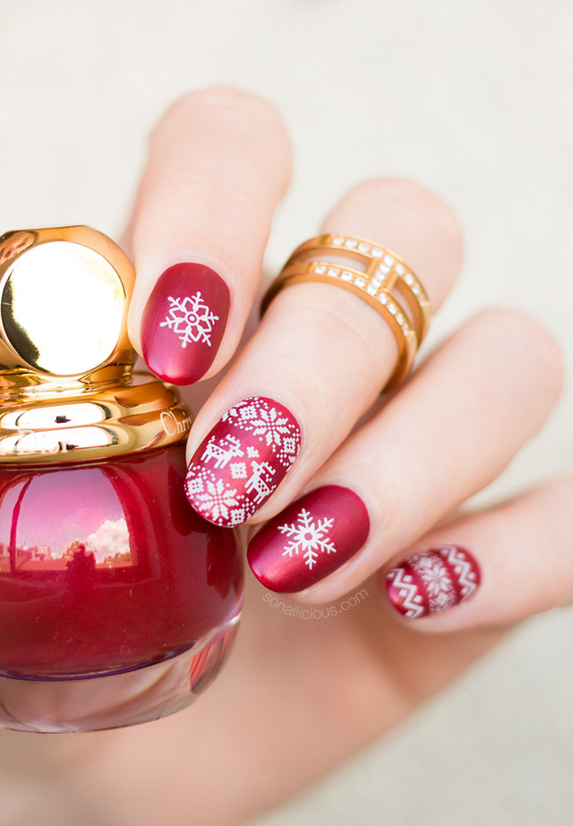 red christmas nail design