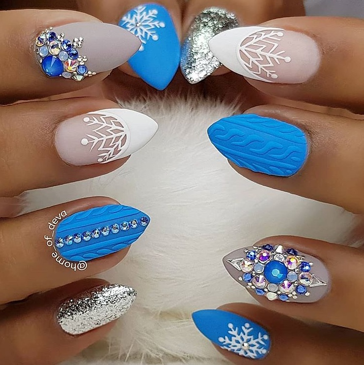 3D Holiday nails