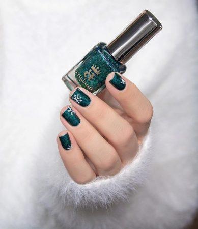 Snowflake holiday nails