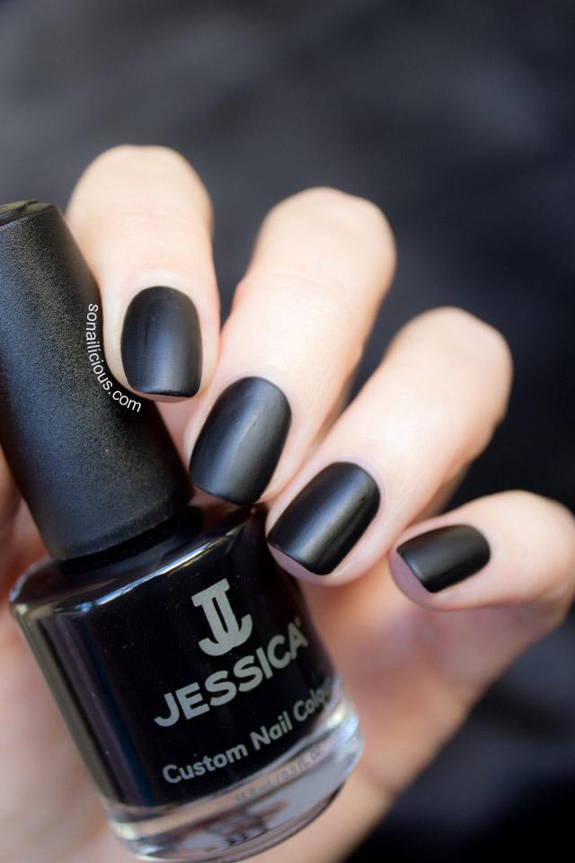black matte nails 1