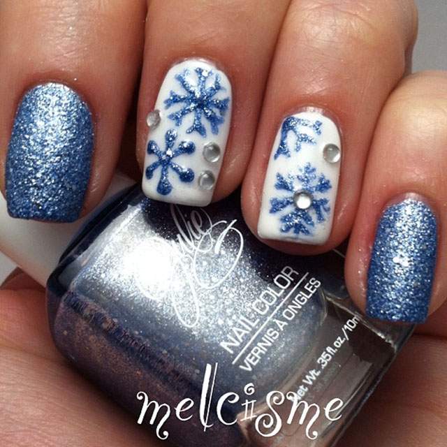 Blue and white snowflakes nails by @melcisme