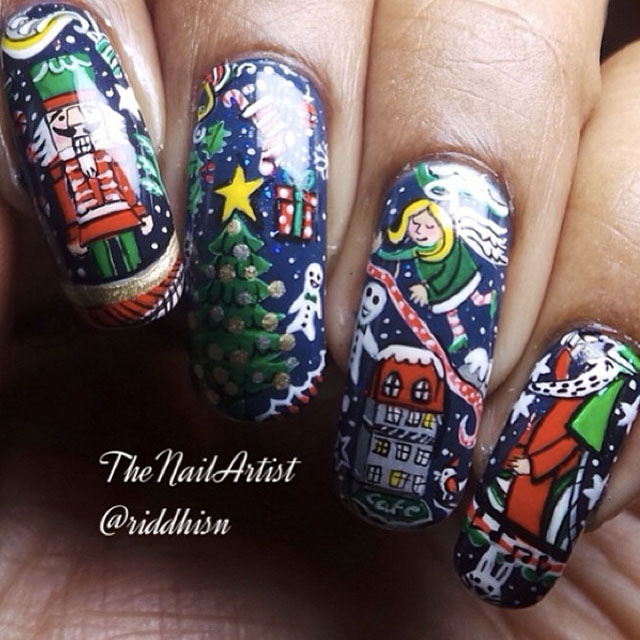 Christmas doodle nails by @riddhisn