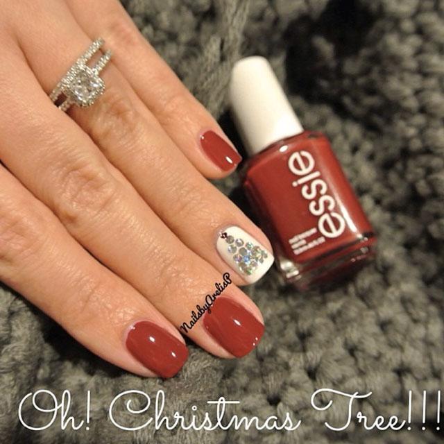 Christmas tree nails by @nailsbyarelisp
