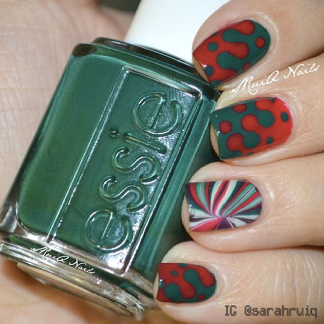 Green and red christmas nails by @sruiq