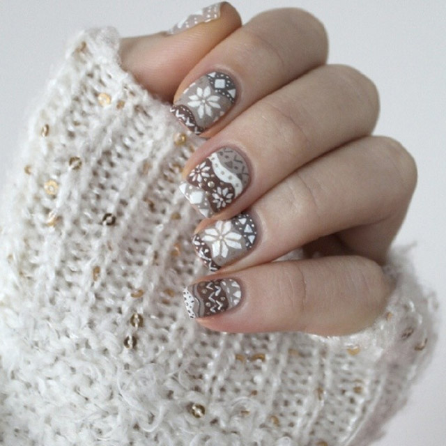 Winter jumper nails by @cocosnailss