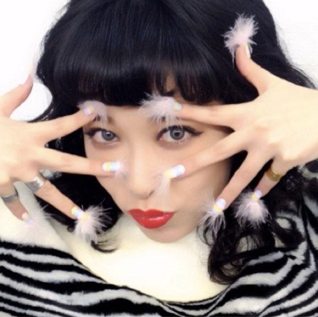 Feather nails by @eichi_matsunaga