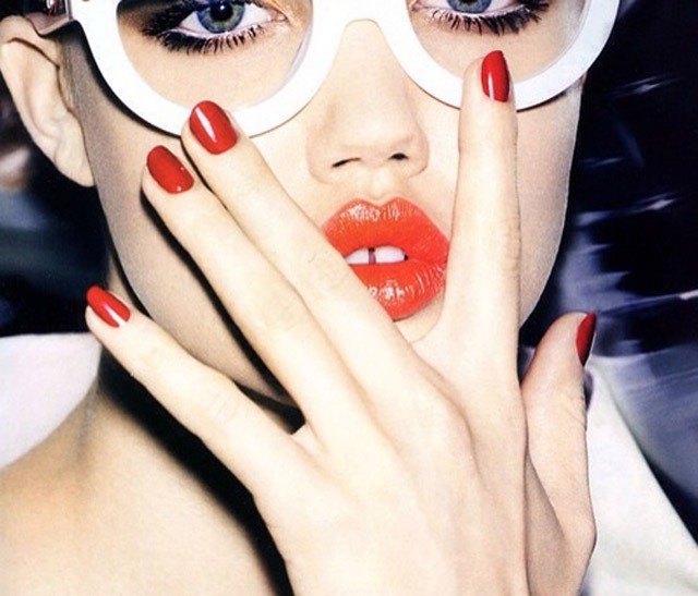 Lindsey Wixson red lips