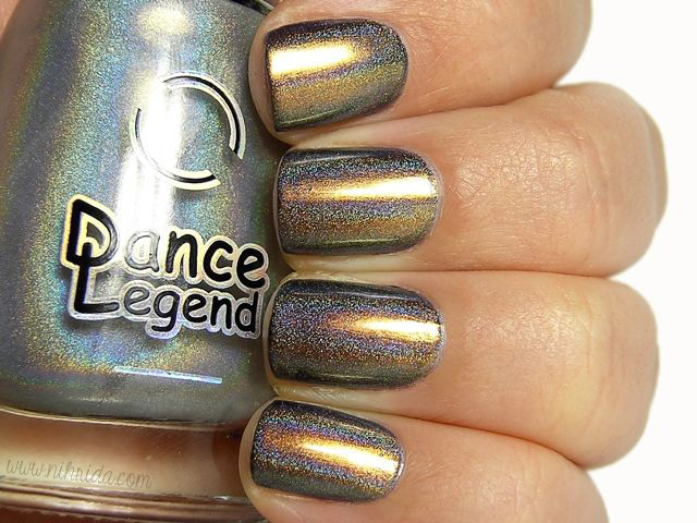 chameleon nail polish as a base for holographic topper