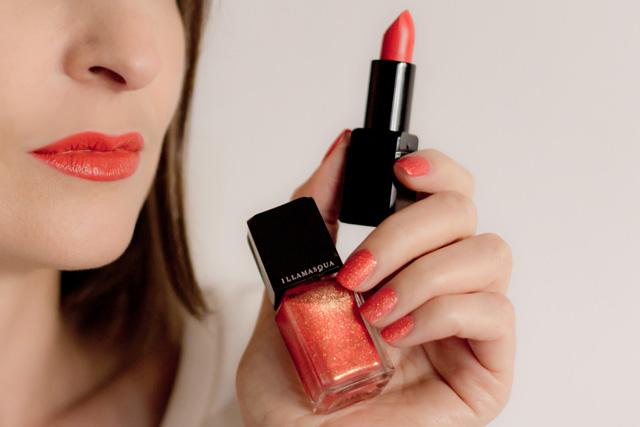 orange lipstick and orange nails