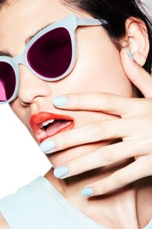 blue sunglasses blue nails