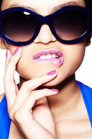 blue sunglasses pink nails