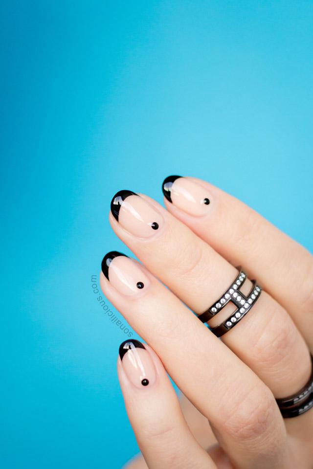 minimalist nude nails
