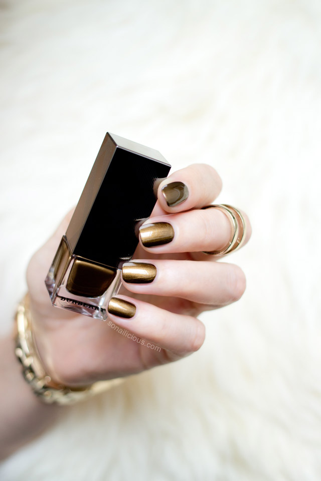 gold nails burberry antique gold
