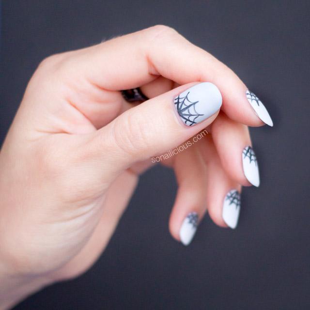 spider web halloween nails