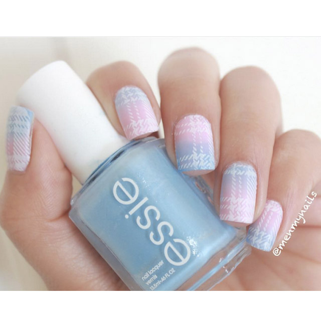 Gradient with Checkered pattern nails by @menmynails