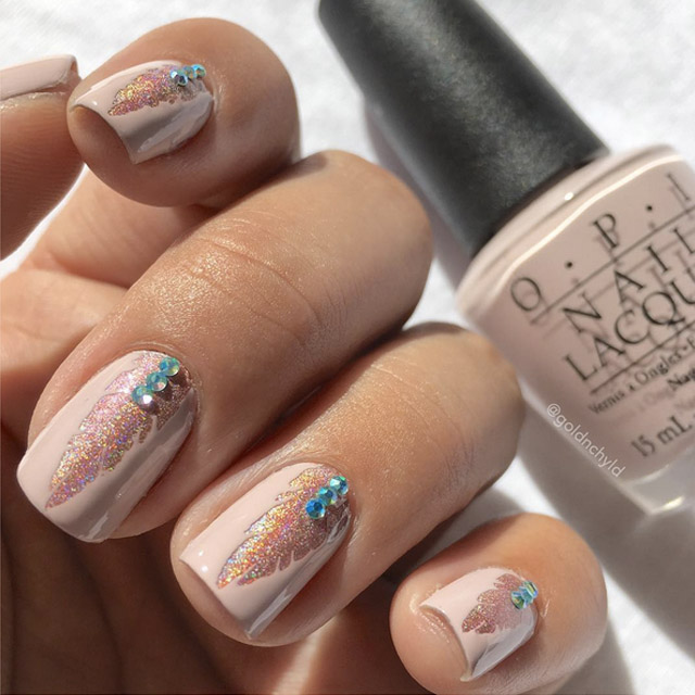 Pink and blue Feather nails by @goldnchyld