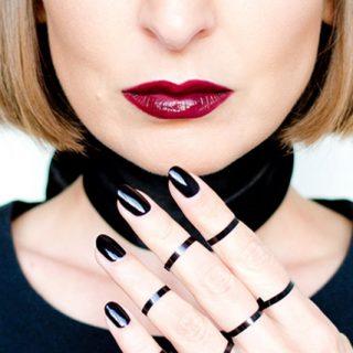 black lips trend, black nails trend