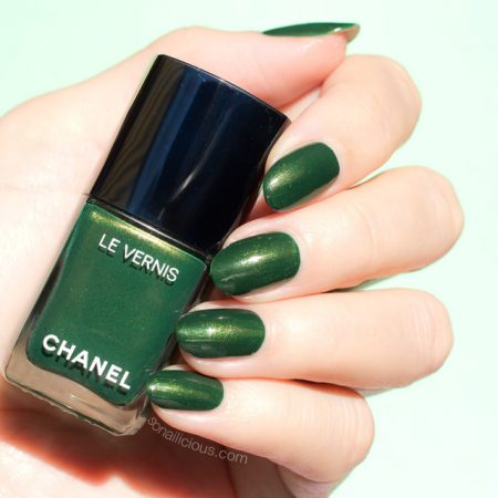 Chanel emeraude swatches, amazing green nail polish